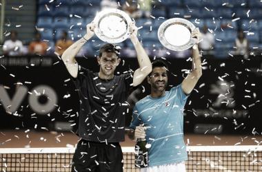 Argentinos com o troféu (Foto: Gaspar Nóbrega/DGW Comunicação)