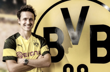 Delaney poses in his new colours (Photo: Twitter.com/BVB)