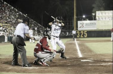 Los bats se calentaron para los cetáceos | Foto: Béisbol campechano