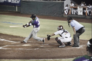 Se demostró el poder al bat morado | Foto: Béisbol campechano