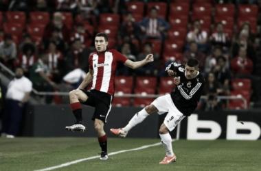 Óscar De Marcos, en una jugada ante el Linense. | Foto: Athletic.Club
