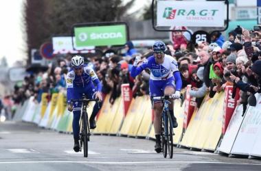 Arnaud Démare remporte la première étape de Paris-Nice devant Julian Alaphilippe.