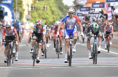 Démare batte Viviani Fonte foto: Profilo Twitter Giro d'Italia<div><br></div>
