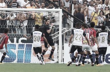 """Denis defende Lucão após derrota em Itaquera: """"Em estádio lotado a comunicação fica mais difícil"""""""