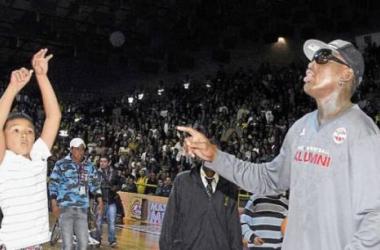 El público disfruto con el talento de Dennis Rodman y las Leyendas de la NBA. (Foto: diarioadn.co)