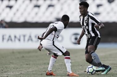 Sem muitas emoções, Botafogo e Vitória ficam no empate no Nílton Santos