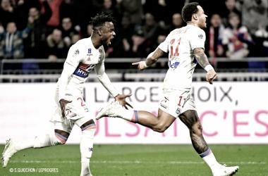 Depay permite al Lyon seguir soñando con la Champions