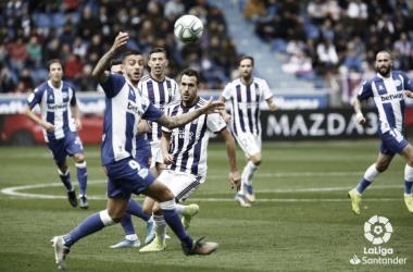 Jugadores del Real Valladolid y el Alavés en Mendizorroza/ foto RealValladolid.es
