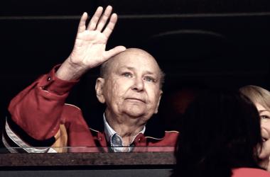 Huizenga, primer propietario de los Panthers, muere a los 80 años