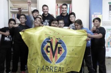 Los alumnos del Colegio Carles Selma acogen a Andrés y Mario