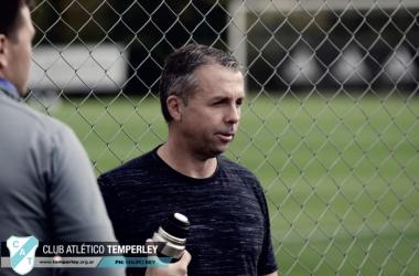 Gustavo Álvarez director técnico de Temperley quiere nuevamente dejar en primera al club.. Foto: Prensa Temperley