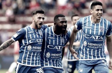 Elías (izquierda) y Viera (derecha) gritan con alma el segundo gol de la tarde acompañando a García (medio), el goleador del torneo.