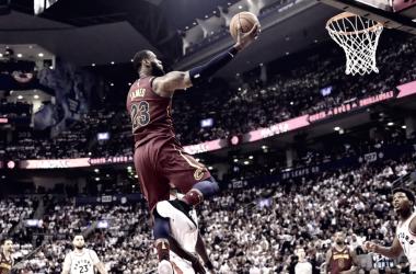 Otra noche histórica de LeBron James en la victoria de su equipo ante Toronto.   Foto: Sports Net