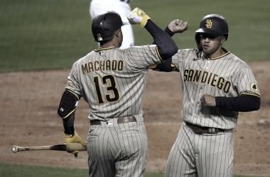 Trent Grisham y Manny Machado, celebrando el cuadrangular en la sexta entrada Foto: AP