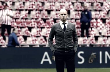 """Erik ten Hag: """"El PSV es más mental quenosotros, son más disciplinados y tienen un mejor espíritu de equipo""""."""