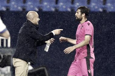 """Paco López: """"Me llena de orgullo lo que ofrecen estos jugadores en el campo"""""""