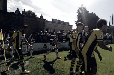 Jugadores de ambos equipos a la salida de vestuarios // Foto Alejandro López