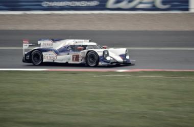 Un LMP1 de Toyota corriendo en el WEC | Foto: Flickr Martyn Hogg