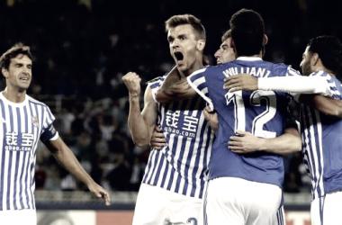 Celebración de un gol por los jugadores de la Real. Imagen: La Liga