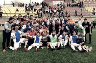El Adarve celebra el triunfo en Navalcarnero que sella de forma virtual la permanencia en Segunda División B. (Foto: Unión Adarve).