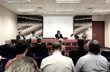 Junta de Accionistas del Real Murcia en la sala de prensa de Nueva Condomina.