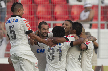 Corinthians goleia Ponte Preta em Campinas e avança às semifinais