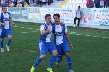 Devesa celebra el gol del triunfo | FOTO: cdalcoyano.com