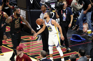 LeBron James e Steph Curry. Fonte: Golden State Warriors/Twitter