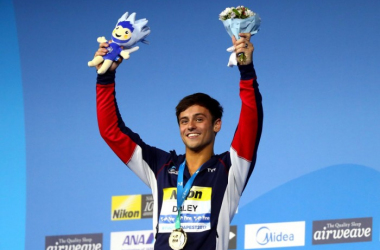 Tom Daley with his gold medal (image source: British Swimming Twitter)