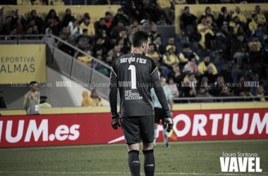 """Sergio Rico: """"Hay que trabajar duro para volver al tercer puesto"""""""