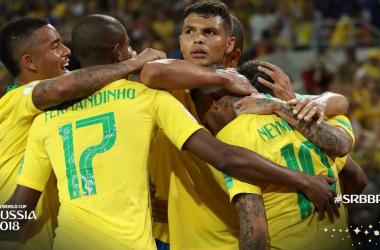 Il Brasile festeggia il gol di Thiago Silva (33). https://twitter.com/fifaworldcup