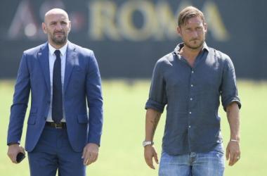 Monchi in compagnia di Francesco Totti. Fonte: Twitter Monchi
