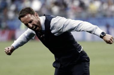 Southgate libera tensión luego del gol de Dele Alli. Foto: Selección de Inglaterra.