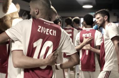 Jugadores del Ajax antes de saltar al campo.   Fuente: Ajax Amsterdam.