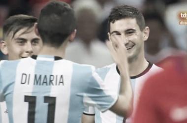 Angelito festejando la victoria con sus compañeros. Foto: Web