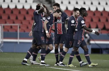 Sem Neymar, PSG vence Nîmes sem maiores dificuldades e segue na briga pela liderança