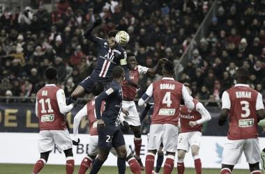Em duelo de invictos, Reims enfrenta PSG com provável estreia de Lionel Messi