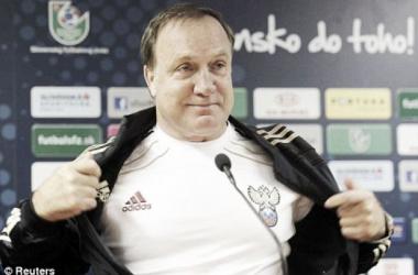 Dick Advocaat demite-se da selecção sérvia