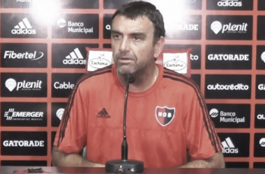 Diego Osella atendiendo a la prensa. Foto: CANOB Oficial