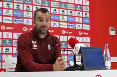 Diego Martínez comparece ante los medios. Foto: Pepe Villoslada/ Granada CF.