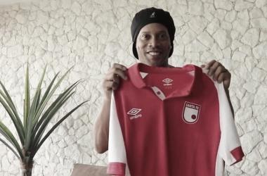 Ronaldinho se vestirá de rojo 'cardenal'