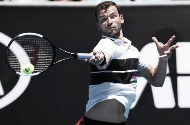 Dimitrov atacando con su drive ante Cuevas. / Foto: Australian Open