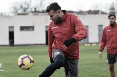 Dimitrievski con el balón. Fotografía: Rayo Vallecano S.A.D