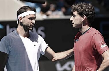 Após pneu no primeiro set, Carreño Busta desiste por lesão e Dimitrov avança no Australian Open