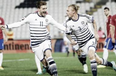 Dinamarca vence Sérvia e coloca-se no topo da classificação