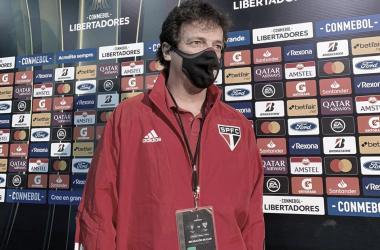 """Fernando Diniz defende estratégia e mantém esperança de classificação: """"Lutar até o final"""""""
