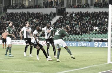 Diony pone el 1-1 contra el Angers (Fuente: ASSE.fr)