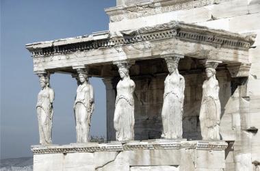 Atenea, Artemisa y Hestia: diosas griegas virginales y su simbología en escultura