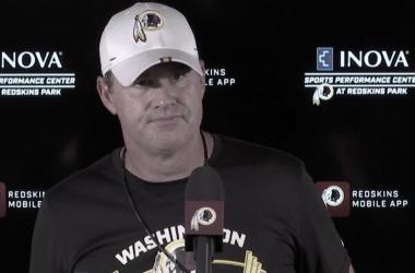 Jay Gruden en conferencia de prensa de los Redkisn | Foto: Washington Redskins