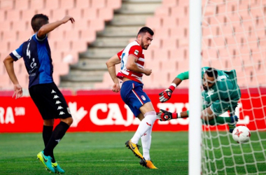 Pablo Vázquez en la jugada de su gol. Foto: Pepe Villoslada/Granada CF